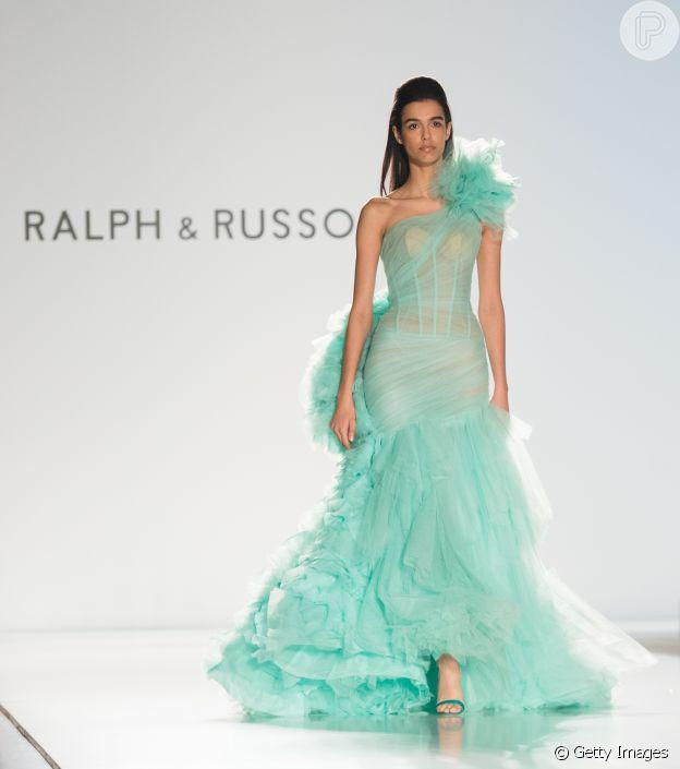Moda no Paris Fashion Week: pluma e transparência bombou na alta-costura