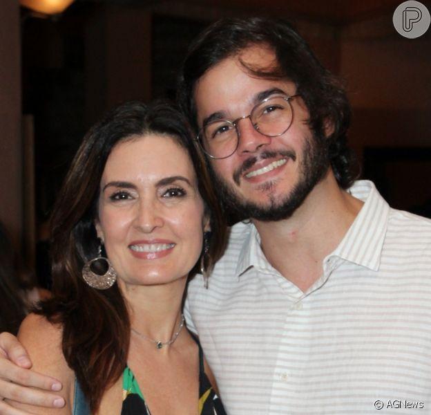 Look de Fátima Bernardes chamou atenção em foto com namorado, Túlio Gadêlha, neste sábado, 1 de fevereiro de 2020