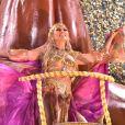 Lívia Andrade desfilou em carro alegórico da Pérola Negra fantasiada de cigana: 'Tenho certeza que a alma é cigana'