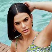 Marquinha, ok! Bruna Marquezine se bronzeia com amigos em píer em Salvador