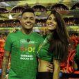 Namorada de Felipe Araújo,  Estella Defant deixou barriga seca à mostra em look de Carnaval