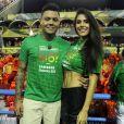 Felipe Araújo posou para fotos com namorada, a modelo  Estella Defant