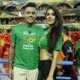 Felipe Araújo e namorada,  Estella Defant,  curtiram a folia no Camarote Quem O Globo