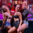 Paolla Oliveira se joga no funk com Lexa, Monique Alfradique e mais famosas em ensaio de bloco de Anitta, no Rio de Janeiro