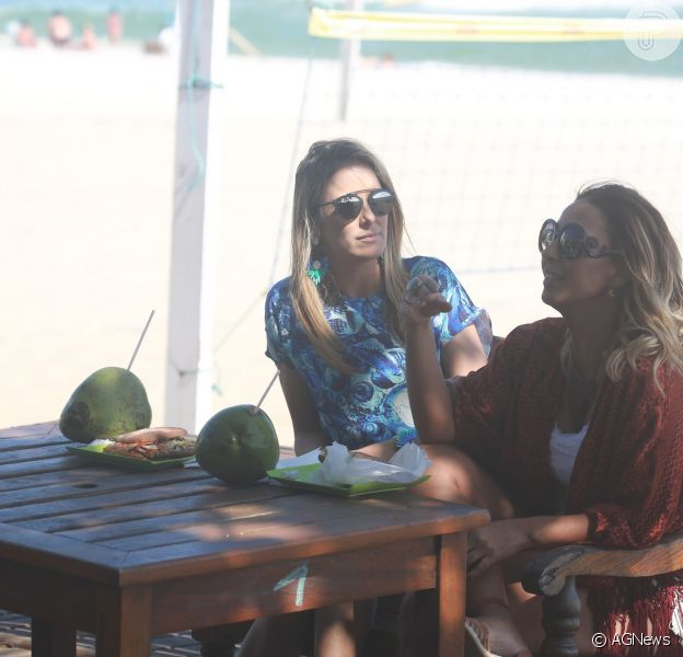 Ticiane Pinheiro entrevistou Valesca Popozuda na praia do Pepê, na Zona Oeste do Rio
