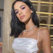 Renda e transparência: Bruna Marquezine estrela ensaio com lingerie branca