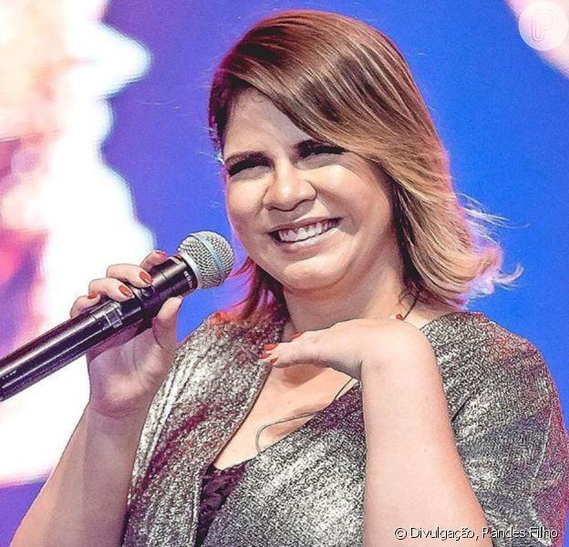 Marília Mendonça faz live e ganha pedido de famosos