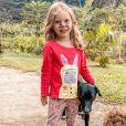 Mulher de Rafael Cardoso, Mariana Bridi mostra filha fantasiada de coelhinha e brincando com pet na fazenda na Páscoa