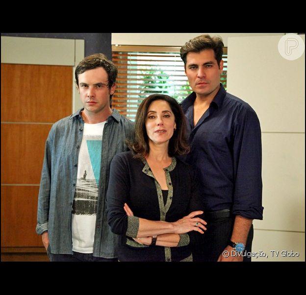 Maria Inês Pereira Bittencourt (Christiane Torloni) é a carinhosa  mãe adotiva de Caíque (Sergio Guizé) e Marcos (Thiago Lacerda) e faz de tudo para que os dois se deem bem, em 'Alto Astral', que estreia nesta segunda-feira, 3 de novembro de 2014