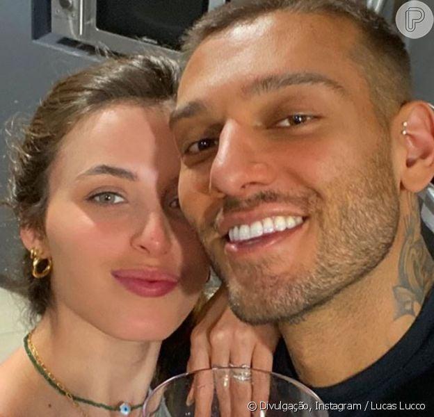 Noiva de Lucas Lucco, Lorena Carvalho mostra look escolhido para live do cantor, em 10 de maio de 2020