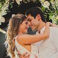Bárbara Evans e Gustavo Theodoro se casaram diante de dois convidados por conta da pandemia do novo coronavírus