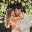Bárbara Evans e Gustavo Theodoro dividiram com fãs fotos do casamento