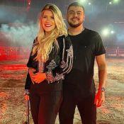 Mulher de Cristiano exibe look para live e ganha elogio do cantor: 'Gata demais'