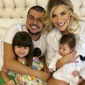 Veja vídeo do 1º corte de cabelo do filho de Cristiano, dupla de Zé Neto!