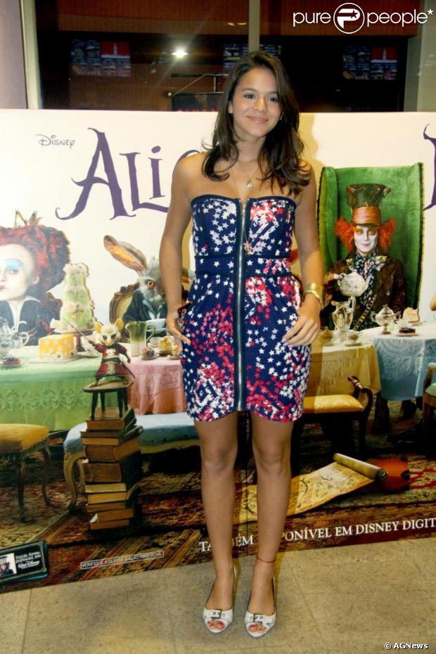 No domingo, 24 de fevereiro de 2013, Bruna Marquezine vestiu uma roupa feita sob encomenda pela estilista Isabela Militão, que custa R$ 1.569. A atriz pediu um look especial para usar na festa de aniversário do namorado, Neymar
