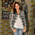 No workshop da novela 'Araguaia', em 2010, a atriz escolheu um look mais casual e usou uma jaqueta estampada para valorizar a roupa