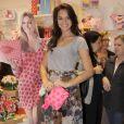 Para a inauguração de uma loja, Bruna optou por uma saia longa estampada e uma camiseta básica