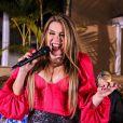 Simony, de 44 anos, namora o cantor Felipe Rodriguez, de 30