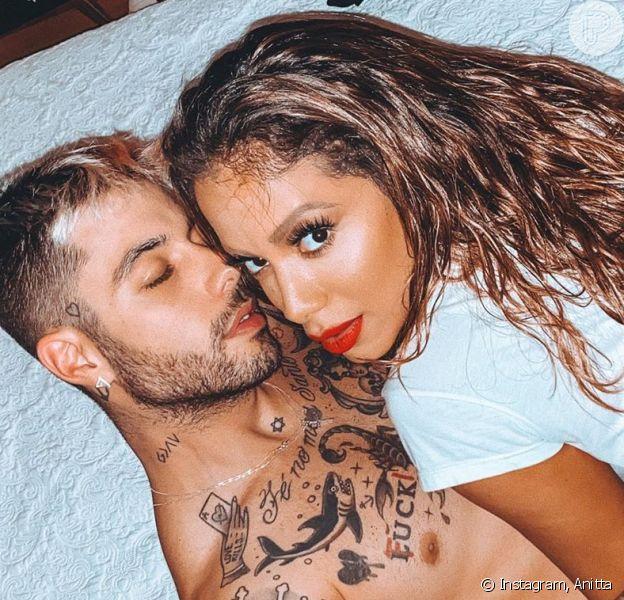 Anitta admite 'raiva' do namorado, Gui Araújo, após revelação amorosa. Veja vídeo postado por ele nesta segunda-feira, dia 06 de julho de 2020