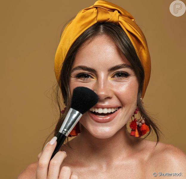 Dá para fazer uma maquiagem simples e funcional mesmo com pouco tempo