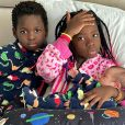 Filhos de Giovanna Ewbank, Títi e Bless seguram irmão Zyan