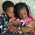 Filhos de Giovanna Ewbank, Bless e Zyan combinam pijama em foto