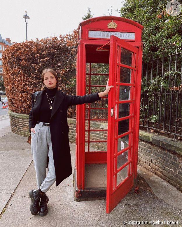 Agatha Moreira aposta em gola alta e coturno grunge em viagem a Londres