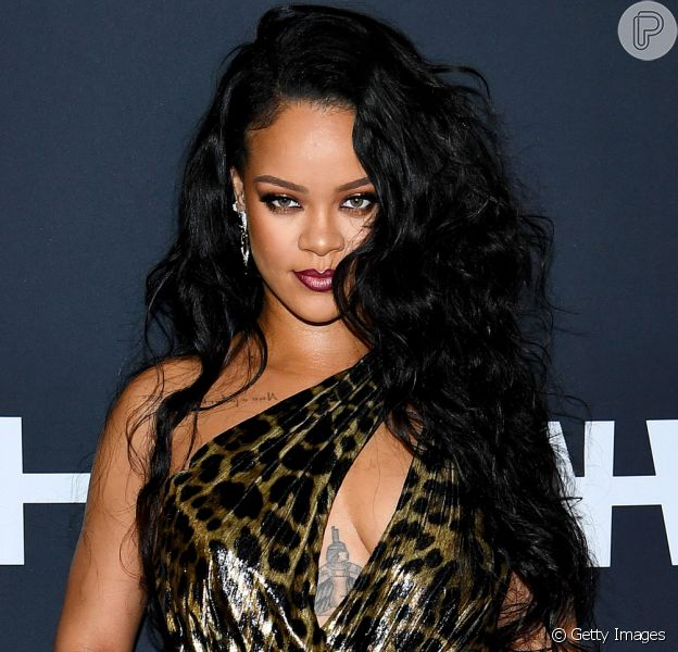 Rihanna é flagrada com rosto machucado e assusta fãs