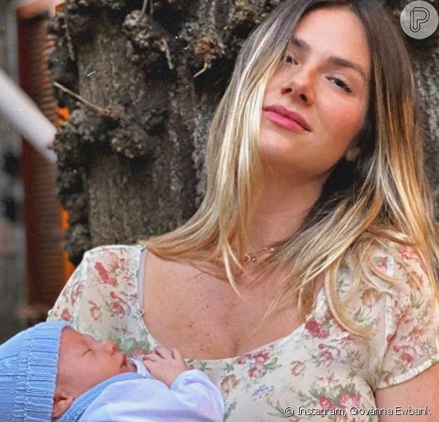Filho de Bruno Gagliasso e Giovanna Ewbank usa fantasia de girafa em foto