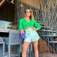 Andressa Suita tem looks poderosos com jeans e sandálias de salto