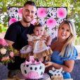 Zé Neto e Natália Toscano comemoram 5 meses da filha, Angelina
