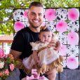 Filha de Zé Neto, Angelina ganha festa  temática de Fazenda