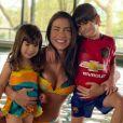 Filhos de Adriana Sant'Anna confudem Andressa Suita morena com a mãe
