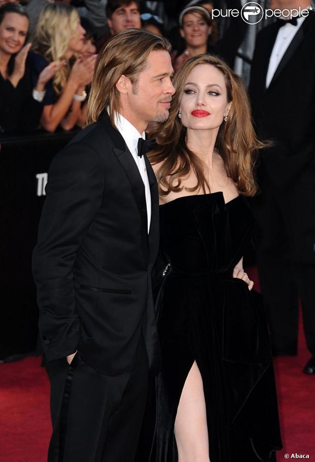 Angelina Jolie e Brad Pitt viraram alvo de críticas da organização PETA por conta das escolhas sobre a decoração de seu casamento