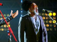 Cantora do 'The Voice Brasil' cai do palco por emoção e chama atenção da web