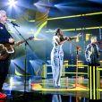 'The Voice Brasil' tem queda de participante no 2º dia de batalha   Cantora do 'The Voice Brasil' cai do palco após permanecer no programa