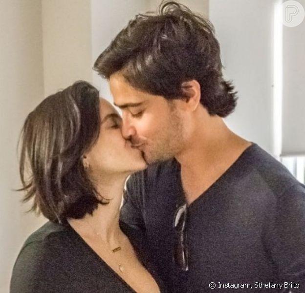 Sthefany Brito publica foto do marido com filho, Antonio Enrico, no Instagram