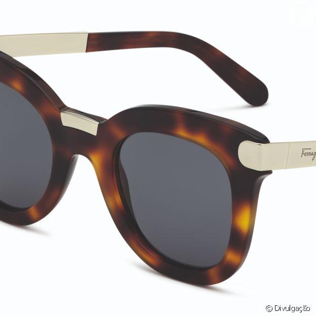 Óculos com armação tartaruga tem pegada mais moderna no modelo Salvatore Ferragamo