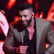 Gusttavo Lima canta em live do Villa Mix e web nota mudança: 'Muito magro'