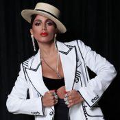 Hot pants, blazer Fendi e mais: o look vintage chic de Anitta no Grammy Latino