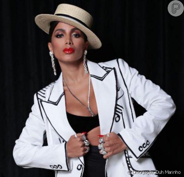 Anitta alia biquíni de cintura alta a blazer de R$ 14,8 mil no Grammy Latino 2020