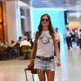 Thaila Ayala gosta de combinar short jeans com t-shirts básicas