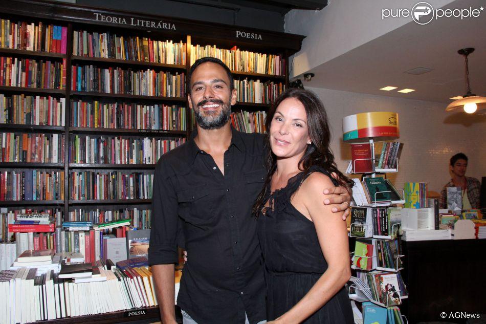 Carolina Ferraz está grávida pela segunda vez. Será seu primeiro filho com o médico Marcelo Marins