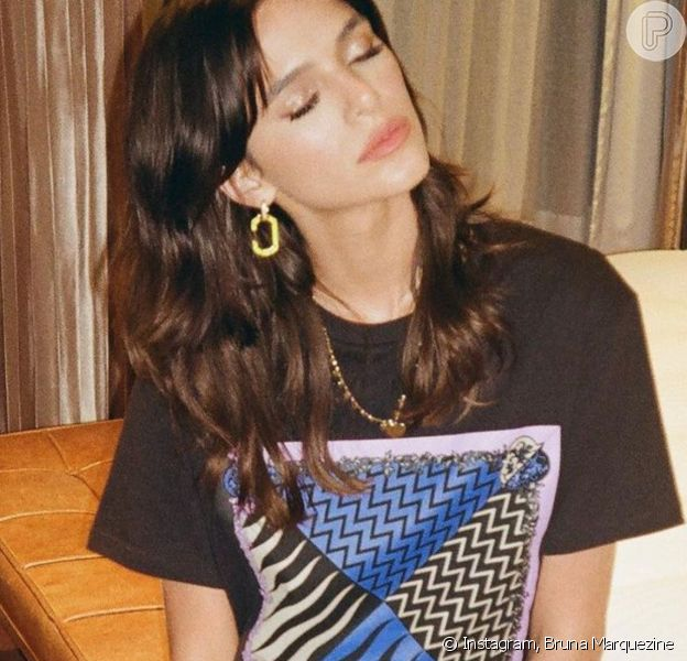 Bruna Marquezine alia camiseta e calça de cintura alta em look Pucci. Saiba preço!