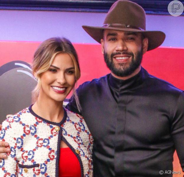Gusttavo Lima afirmou estar feliz com fase solteira e ex-mulher, Andressa Suita, curtiu post da entrevista
