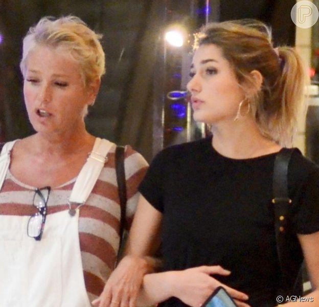 Xuxa Meneghel se comove com choro de Biel em 'A Fazenda 12' e leva bronca da filha, Sasha