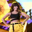 Anitta tem casa invadida pela fã tia Ilza e diverte telespectadores da série
