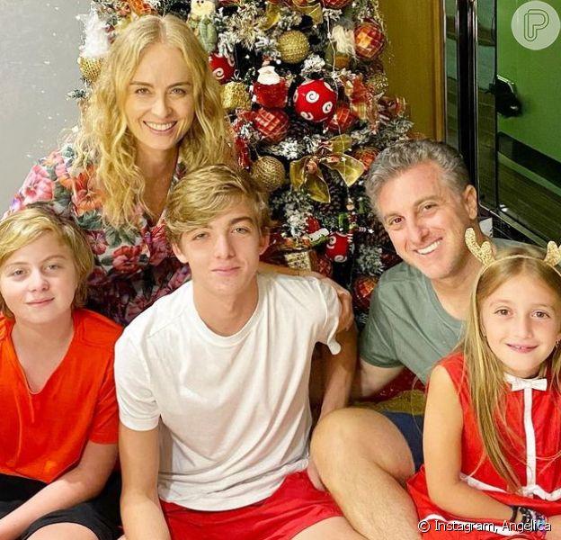 Angelica e Luciano Huck com os filhos em foto de Natal. Veja como foi a noite de 24 de dezembro dos famosos!