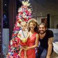 Sheron Menezzes com o marido, Saulo Bernard, e o filho, Benjamin, compartilharam uma foto para desejar feliz natal