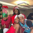 Ludmilla fez foto divertida com direito a chapéus de Papai Noel e de elfos
